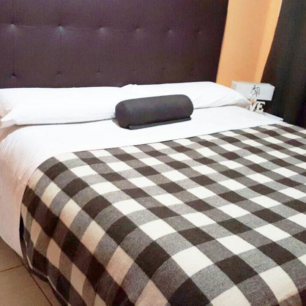 Cama respaldo sommier cama de cm nuevo oferta lanzamiento for Mantas de lana para sofa